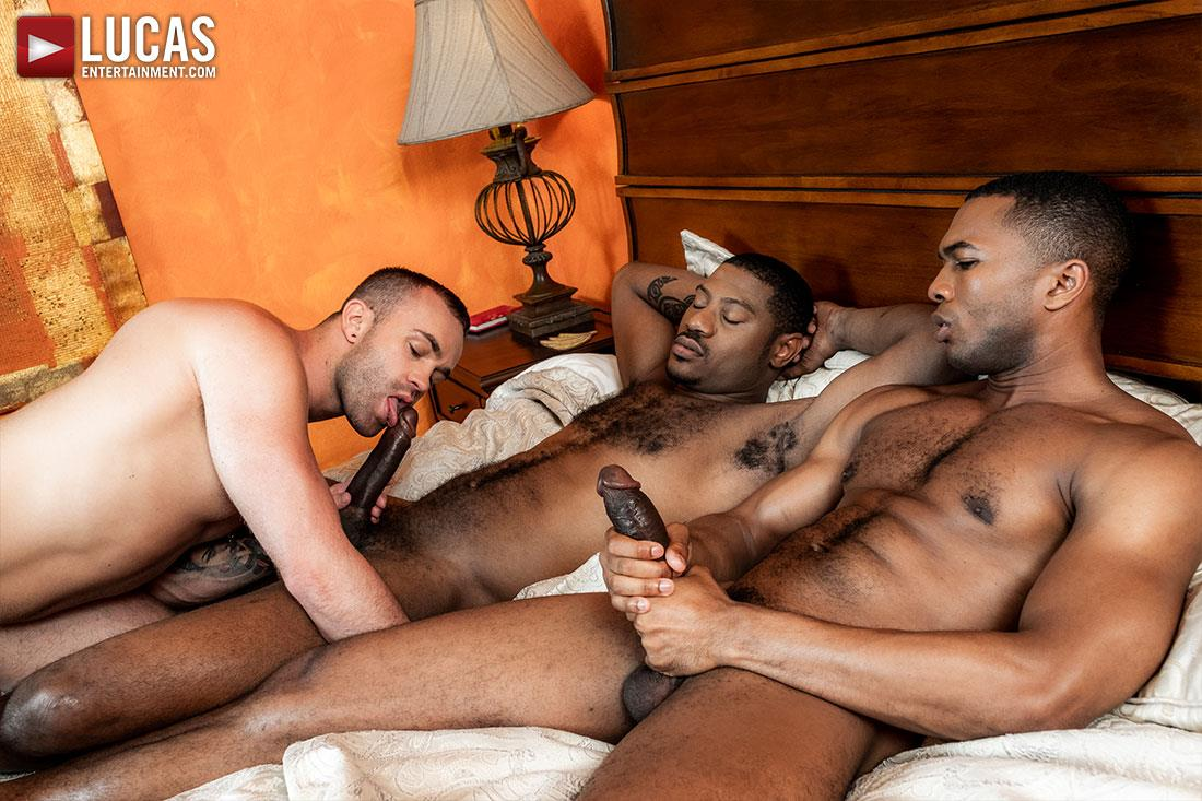 Lucas-Entertainment-Jackson-Radiz-and-Sean-Xavier-and-Adonis-Couverture-10 Jackson Radiz Gets A Double Dose Of Big Black Bareback Cock